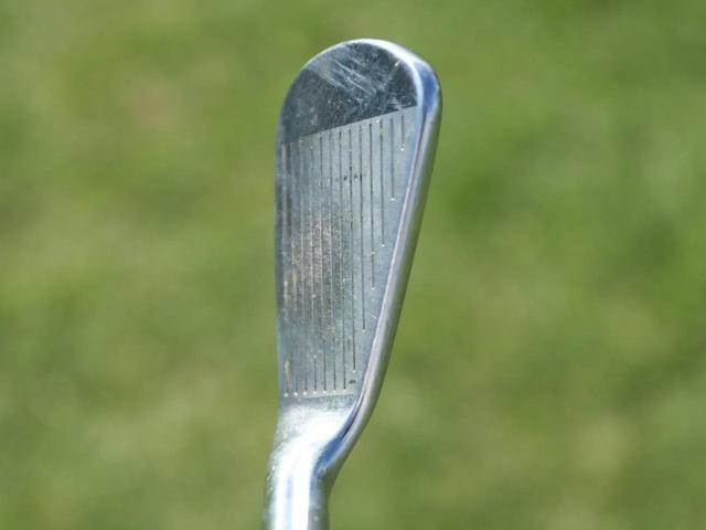 画像2: 【Driver&Iron】芯を喰う技術の高さが分かるフェース面の打痕