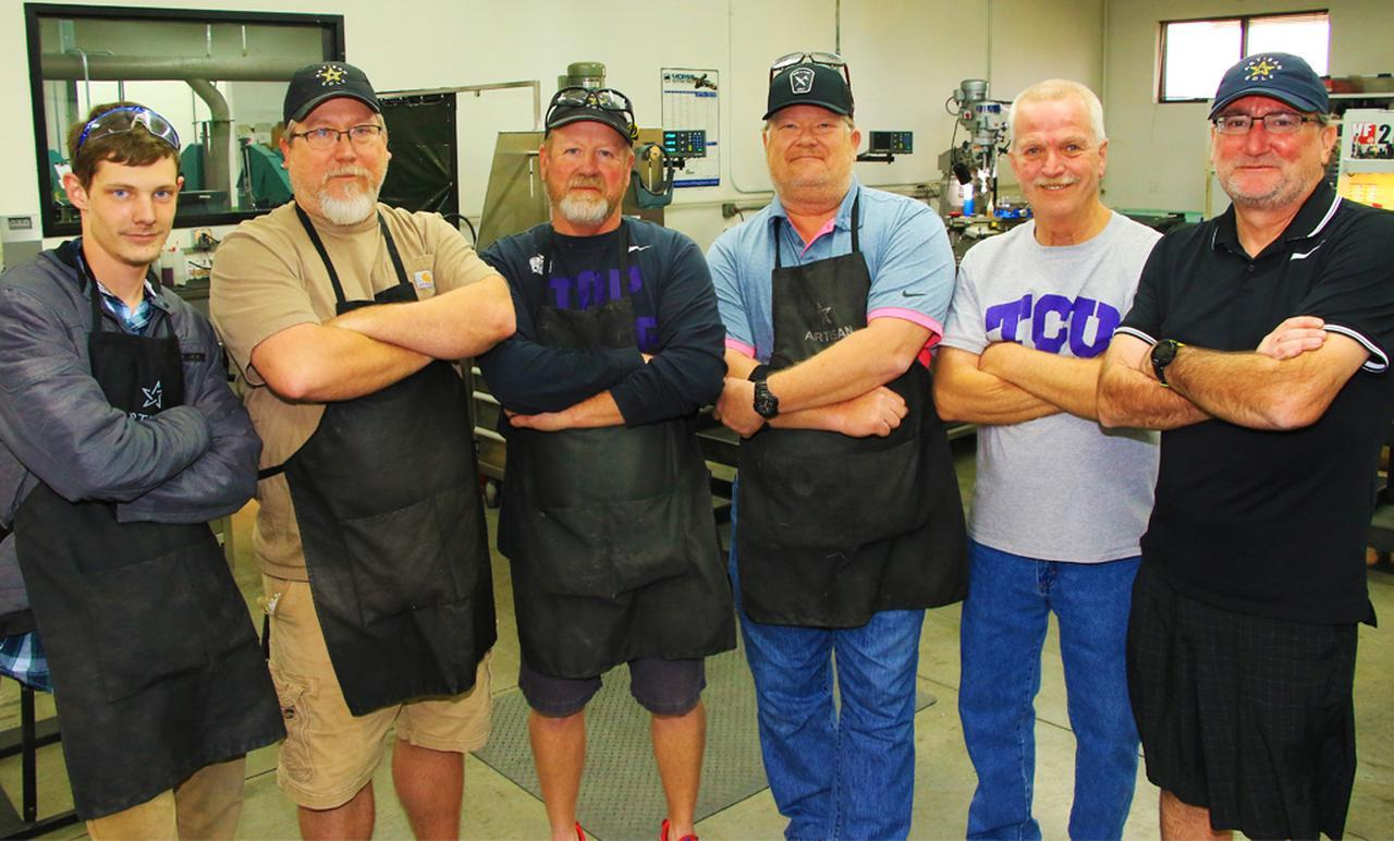 画像: 中央左)ジョン・ハットフィールド、中央右)マイク・テーラー