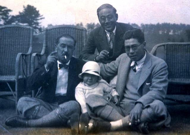 画像: 右端が赤星四郎。身長は180㌢、飛ばし屋でありながら小技にも長けたゴルファーだった。米国のペンシルベニア州立大から帰国後にゴルフを覚えた。中央は次女の光子さん