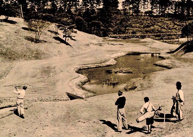 画像: 開場当時の程ヶ谷GC。池が美しい6番ホール、パー3