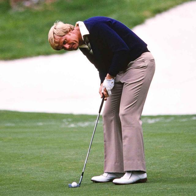 画像: ショートパットのお手本にしたいのがニクラス。腰から背中を丸め、後頭部を水平に構え、目の真下にボール。狙ったラインに正確に打ち出せるパッティングスタイル