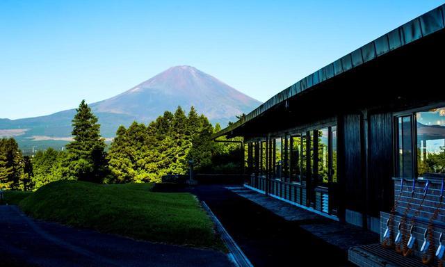 画像: クラブハウスはアントニン・レイモンド設計。四郎とレイモンドの組み合わせは、往時の藤澤CCと一緒
