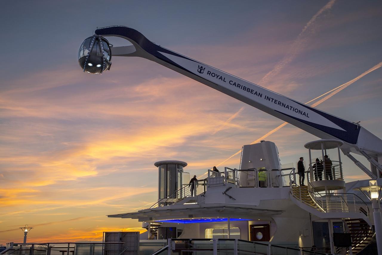 画像: 海面から約90メートルの高さまで上昇する展望カプセル「ノース・スター」は大人気アトラクション