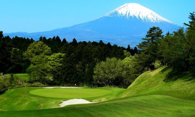 画像: 富士CC3番ホール(187ヤード・パー3)約13メートルの打ち下ろし、グリーンは前後に細く、風読みと距離感が試される