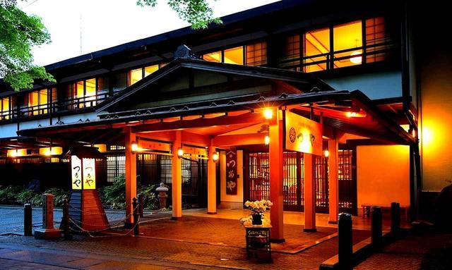 画像: 旧軽井沢銀座に面した、つるや旅館の玄関