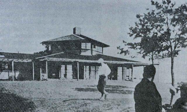 画像: 昭和9年、昔のクラブハウス。アントニン・レイモンド設計
