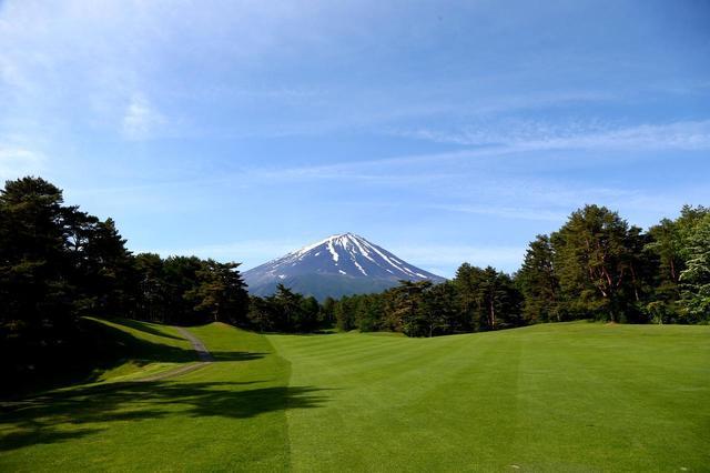 画像: 27ホールのいたるところから富士山が眺められる