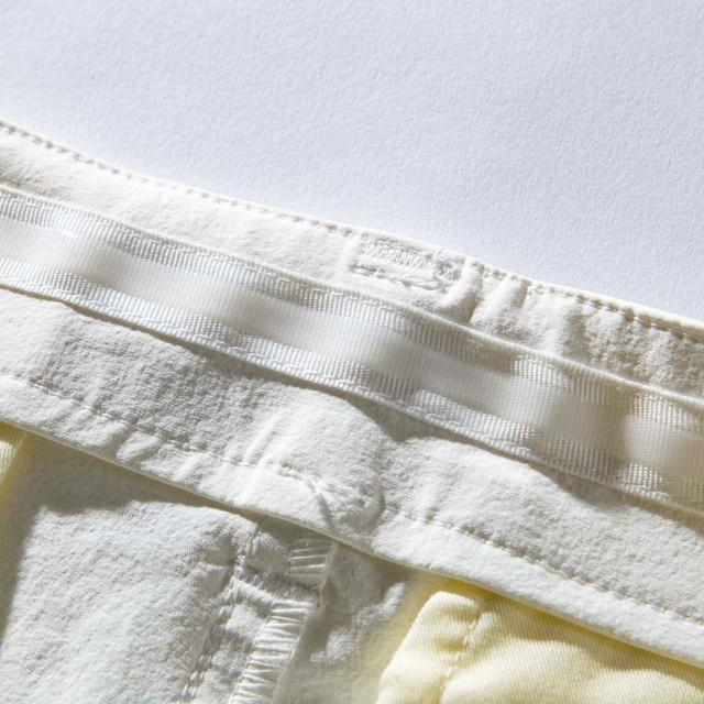 画像: ウエストの樹脂テープでシャツの裾が出にくい