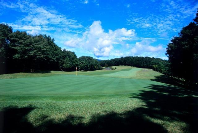画像: 那須国際カントリークラブは1グリーン。9番ホール(364Y・P4)