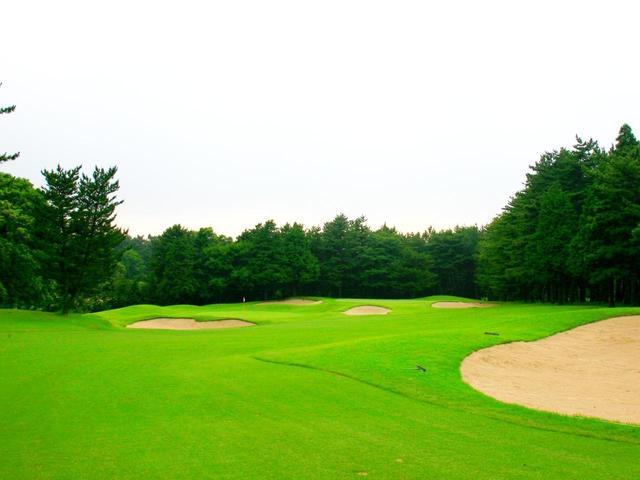 画像: 富澤誠造の2グリーンには18ホール×2の面白さがある。(写真/総武カントリー倶楽部総武コース)