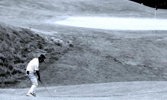 画像: お願いが入るということは、スウィングに残りカスがある状態。お願いが入った球は助からないのだ