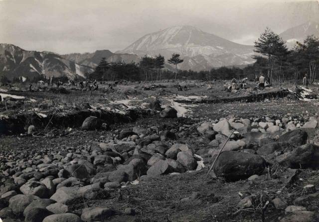 画像: 那須ゴルフ倶楽部の開場は1936年。写真は1955年開場の日光カンツリー倶楽部の造成風景。重機の登場は60年代に入ってから
