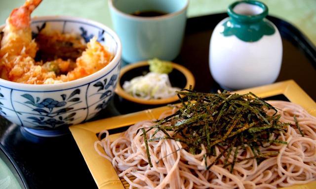 画像: 新メニューのざる蕎麦 ミニ天丼付き(1500円+税)
