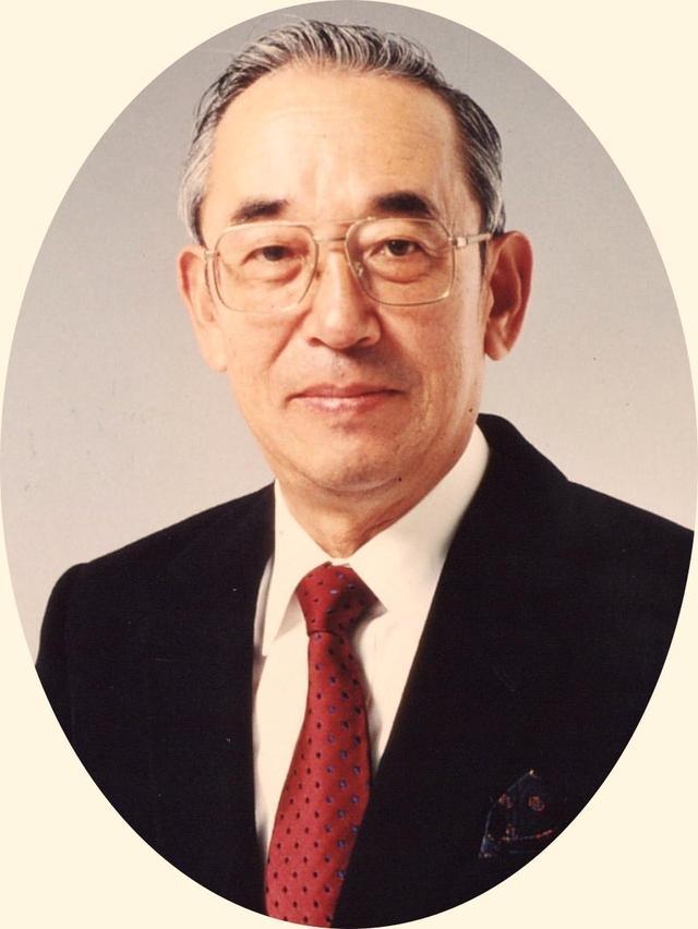画像: 小林光昭。1929年、愛知県生まれ。日本緑化土木設立を経てコース設計の仕事に就く。井上誠一の影響を受け、レイクウッドGC設計ではT・ロビンソンから池や川の深みを教わり、後に「水の小林」との異名。80コース以上を設計