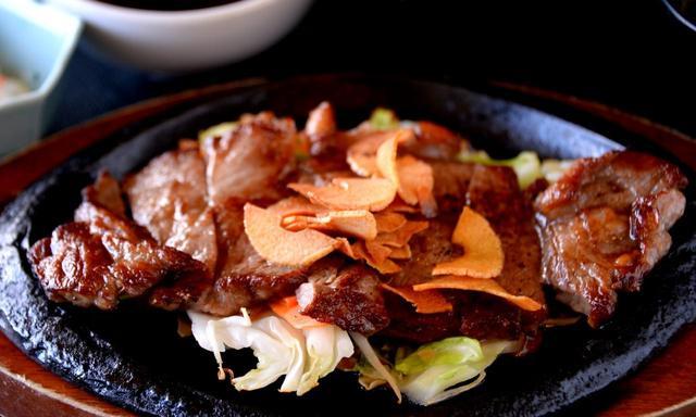 画像: 和牛のスタミナステーキが人気メニュー(1600円+税)