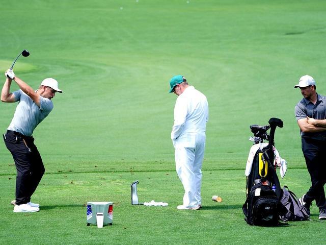 画像: PGAツアーでは約9割の選手がコーチをつけていると吉田プロ。「ショット、アプローチ、パット、フィジカルなど、それぞれ分けている選手もいます。2位に入ったF・モリナリは今回、4人のコーチを帯同させています。日本はあまり考えられませんが、世界では当たり前なのです」