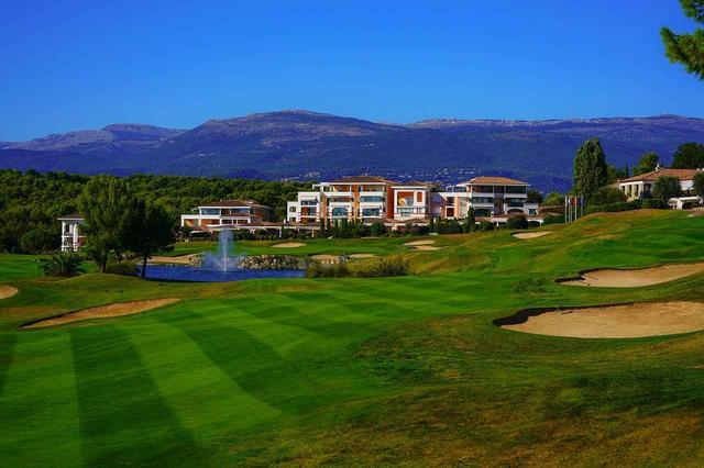 画像: セレブ御用達の南仏の高級リゾート「ロイヤルムージャン・ゴルフリゾート」。