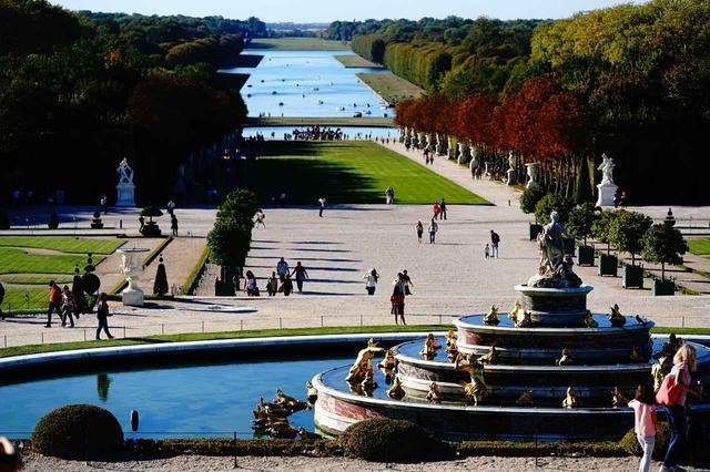 画像: ヴェルサイユ宮殿は必ず訪れたいパリ郊外の観光スポット。