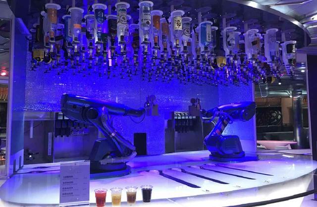 画像: ロボットバーテンダー
