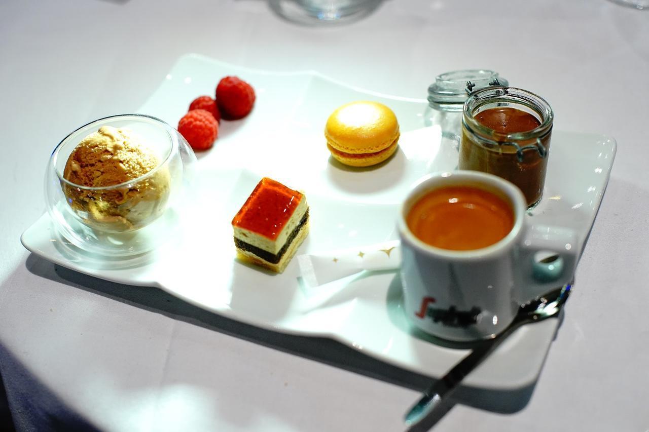 画像: 「エスプレッソと違う種類を少しずつ」が最近のデザートの新定番。
