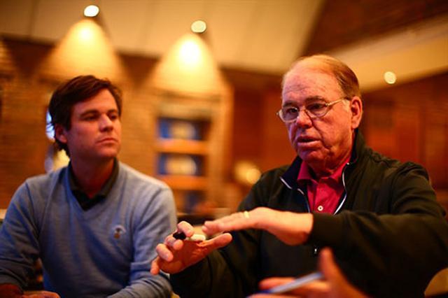 画像: トム・ファジオ(右)と息子のローガン・ファジオ