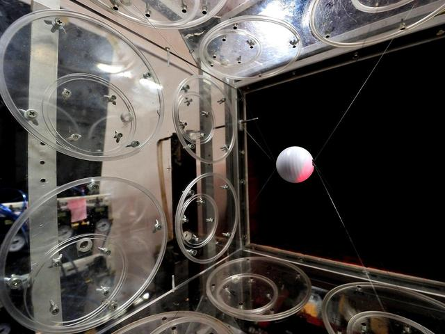 画像: 溝田教授の実験室には大小の「風洞実験装置」がある