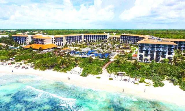 画像: 「リビエラマヤ」にある5つ星ホテル「UNICO(ウニコ)20°87°」は、ターコイズブルーのカリブ海を一望できる海岸線に建ち、ホテル名「20°87°」は北緯20度、西経87度の立地が由来