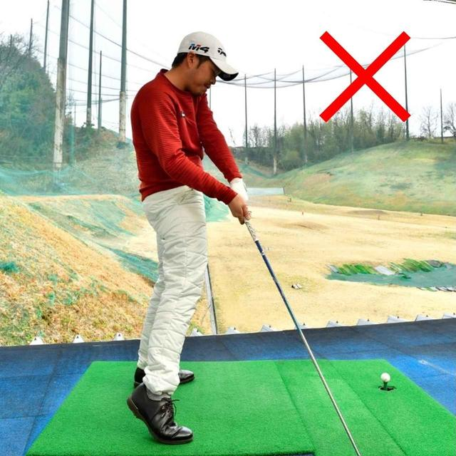 画像3: 後方写真はお尻に線を引く。線からお尻が離れないようにスウィング