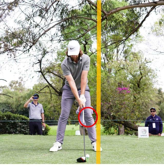 画像: 左腕からクラブまでが一直線の構え