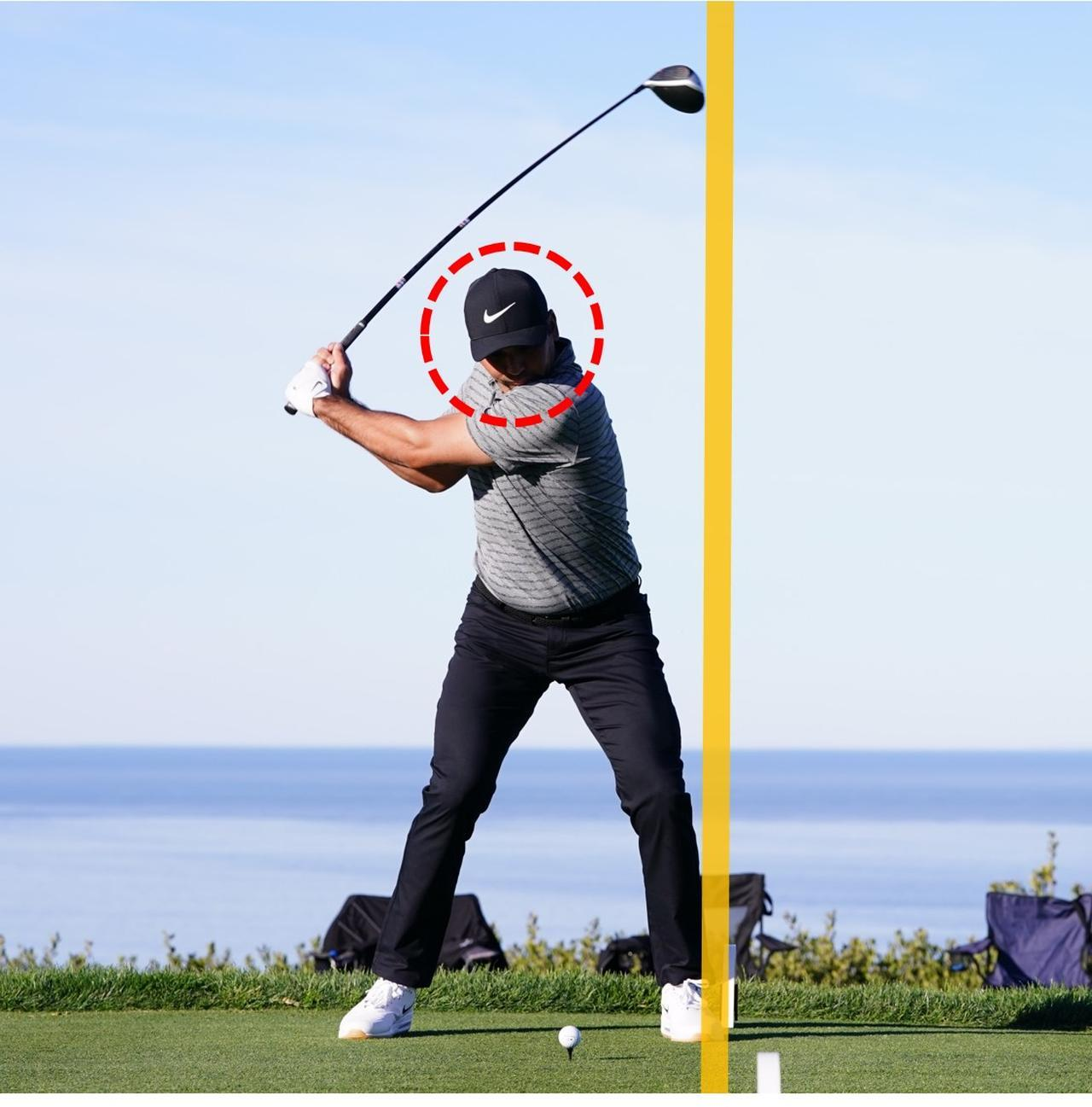画像: わずかなスライドをきっかけに、左足への荷重を開始