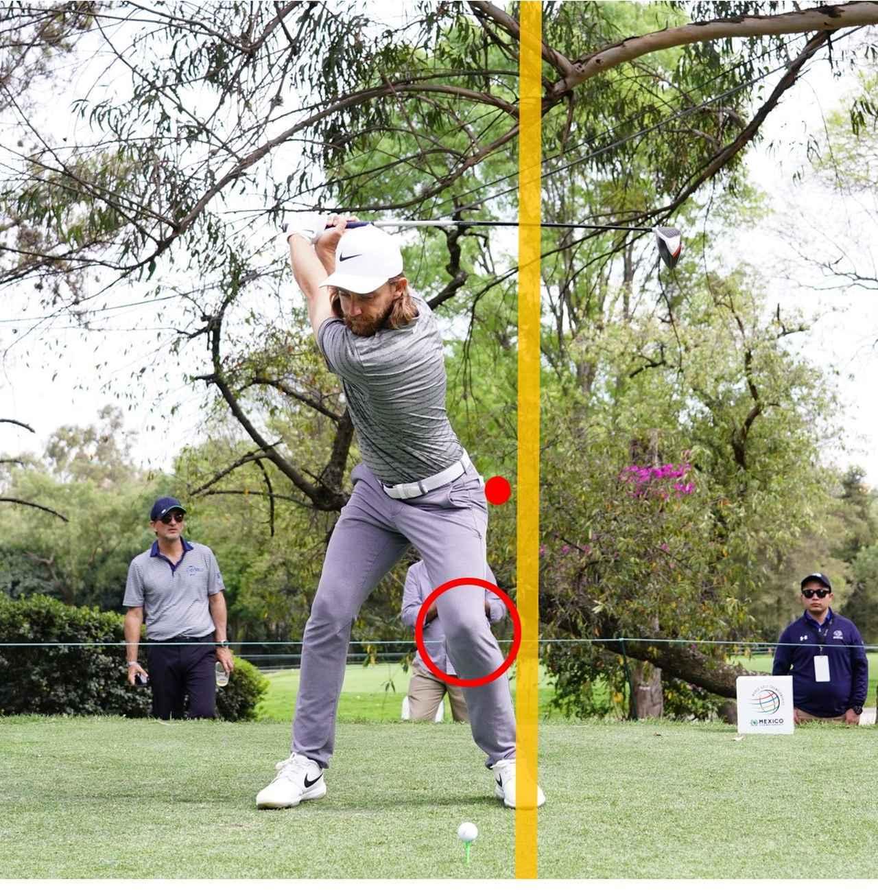 画像: 左わき腹を強く締めることで、肩がタテに回転する