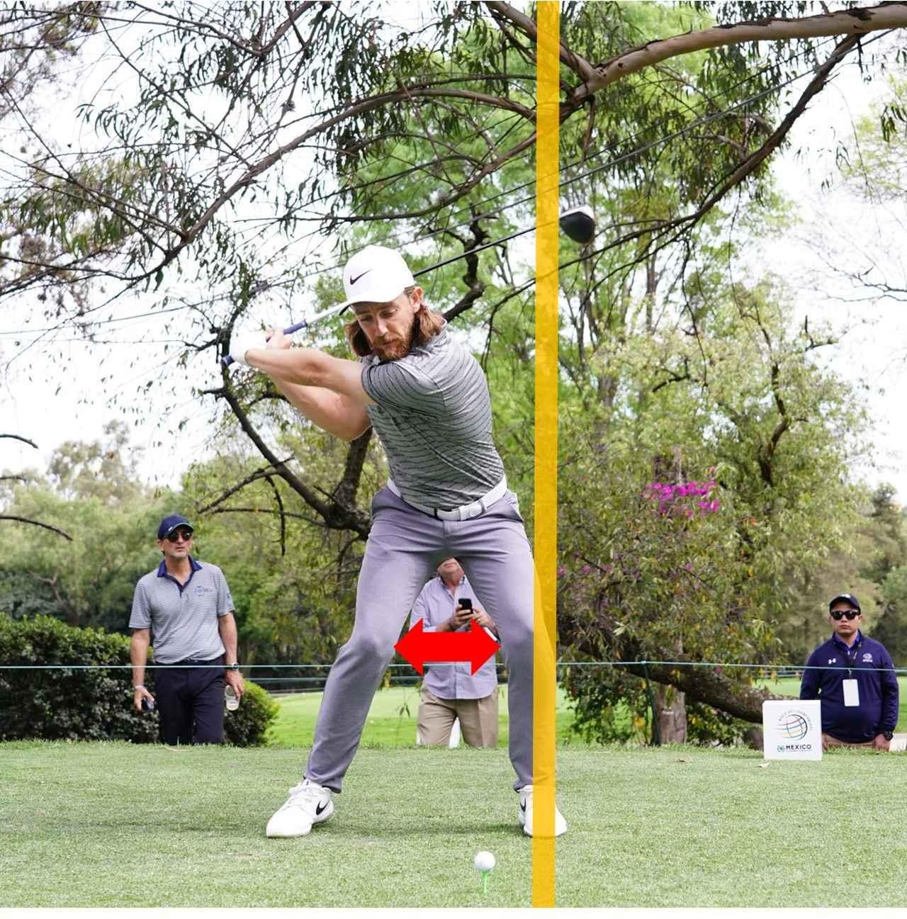 画像: 両ひざの間隔を広げるように、左ひざだけを元に戻す