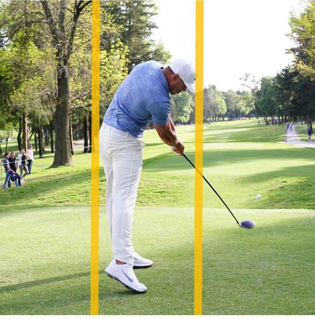 画像: 右側屈が使われ(右わき腹を縮める動き)、クラブが直線的に下りる