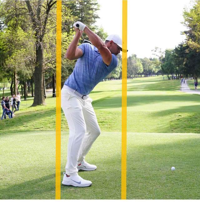 画像: 左側屈(左わき腹を縮める動き)を強く使っているので、右お尻の動きは少ない
