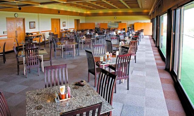 画像: 36ホール分のゴルファーが寛げる大きなレストラン