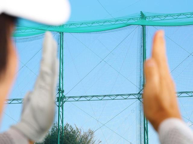 画像: 目線も大事 高さがそろうと左右も整う。ボールの高さがそろってくると、インパクトは安定し、それに伴い方向性はよくなるので、曲がっても一喜一憂しない