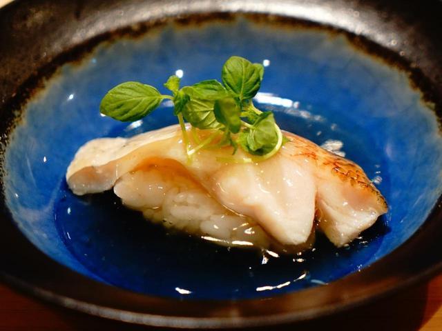 画像: 「のどぐろ蒸し」元は同じ片町の太平寿司の名物料理。そこで修行した大将が味を継承