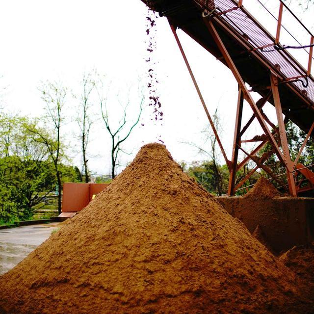 画像: バンカーの砂は一度水にさらして不純物を取り除いているそう