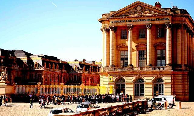 画像: フランスの絶対王朝の象徴「ヴェルサイユ宮殿」には世界中から多くの観光客が見学に訪れる。