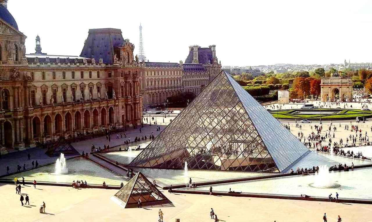 画像: オルセー美術館と並び、パリを代表する「ルーブル美術館」