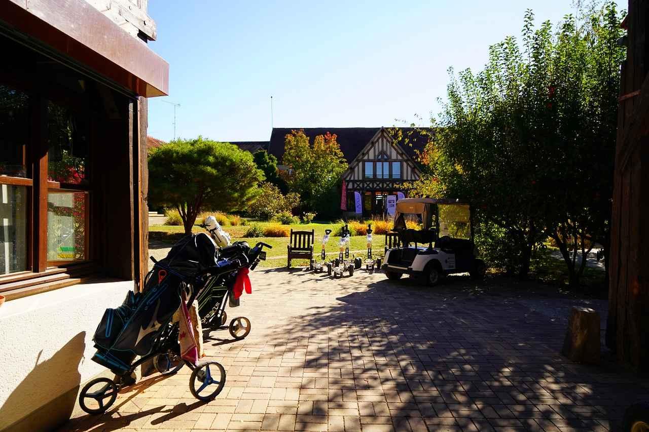 画像: 農場だったころの建物をリノベーションし使用している、趣きのあるハウス。