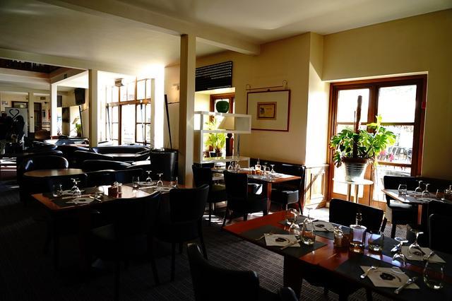 画像: ハウス内のレストランでは、ウェディングパーティーなどゴルフ以外で利用する人も多い。