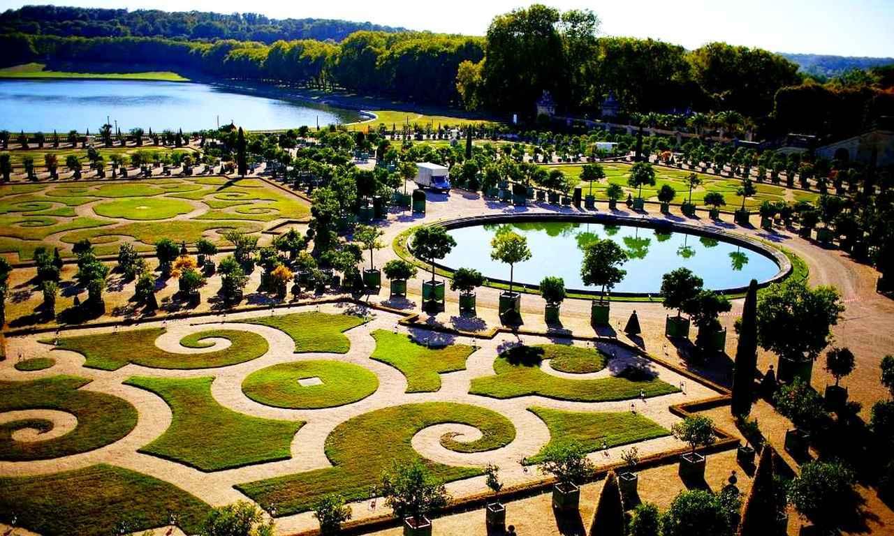 画像: 宮殿内だけでなく、素晴らしい庭園も見所の一つ