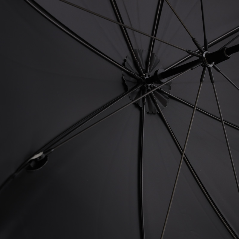 画像: 内面はブラック。少し光沢がありしっとりした質感