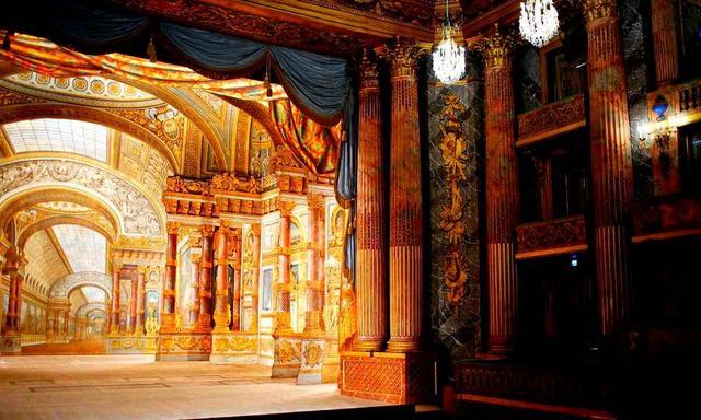 画像: マリー・アントワネットが結婚披露宴を行った「オペラハウス」。ライセンスを持ったガイド同伴で見学が可能