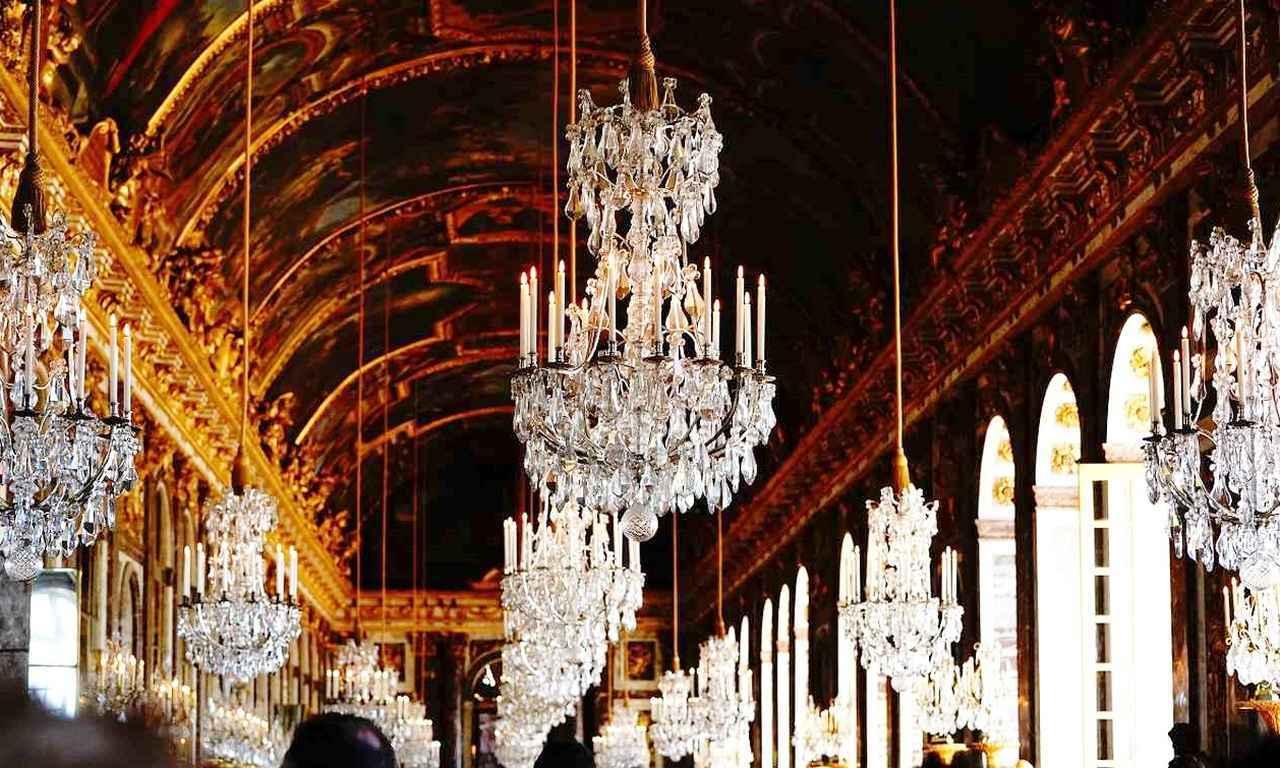 画像: ヴェルサイユ宮殿を代表する部屋「鏡の間」