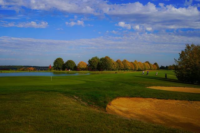 画像: フラットなコースは、ファミリーで楽しむ地元ゴルファーも多い。