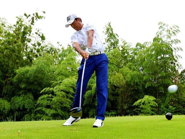 画像3: ボールと体との距離はプロでも狂いやすい