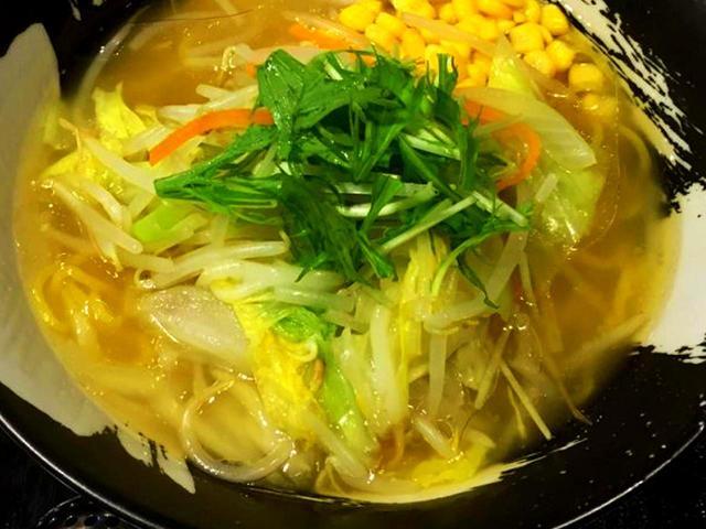 画像: 野菜塩ラーメン…864円