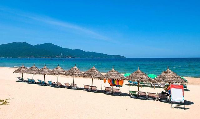 画像: 70㌔続くダナンビーチにはエリアごとにプライベートやパブリックなどに区分けされる